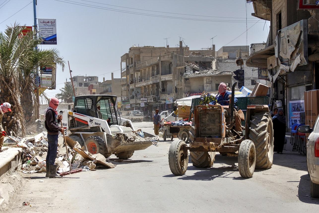 أعمال مستمرة في الرقة: حملة نظافة وترميم جسور