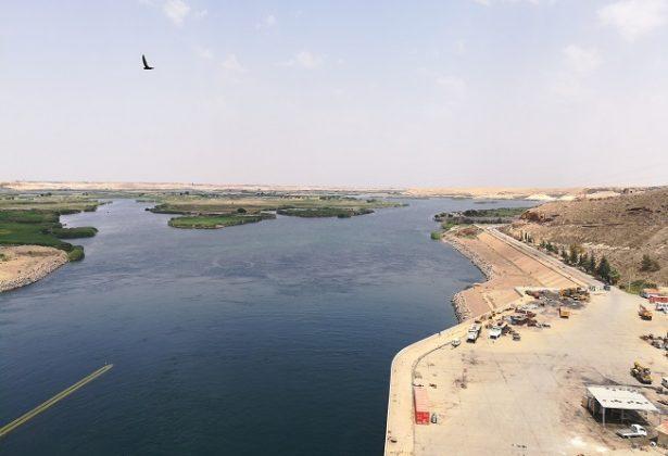 اثر انخفاض منسوب نهر الفرات على الفلاحين