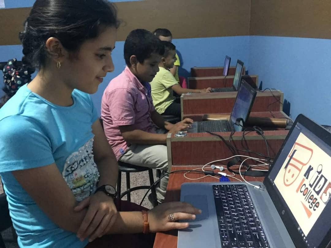 مركز لتعليم الأطفال الإنجليزية ومهارات أخرى في الرقة