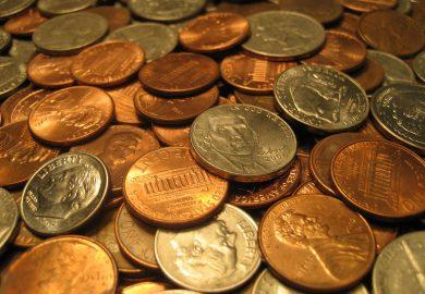 شوفي مافي سوشال – شخص یتناول 8 كیلو غرام من القطع النقدية