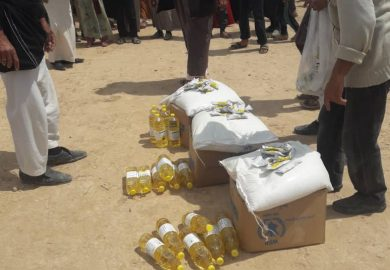 جمعية المودة توزع سللا غذائية في مخيم عين عيسى