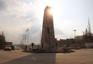 بلدية الرقة تقوم بإعادة تأهيل دوار الساعة