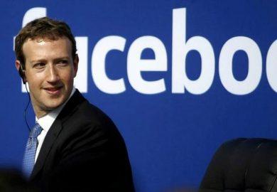 زوكربيرغ يصر على بقائه كرئيس مجلس إدارة فيسبوك