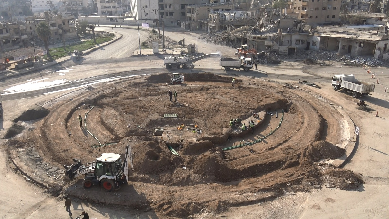 0d2aebb09 المراحل الاخيرة للانتهاء من مشروع دوار النعيم في الرقة