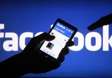 خطورة عملية الدمج الفيسبوكي الكبير