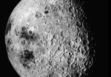 أول مسبار صيني بتارخ البشرية يلتقط صورة للجانب المظلم من القمر