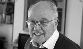 وفاة عالم الرياضيات مايكل عطية