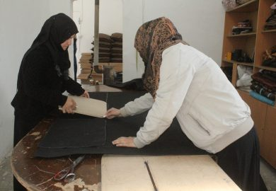 مشغل سيدات الفرات بدعم من دار الكبراتيڤ لتوفير فرص عمل للأرامل والمطلقات في الرقة