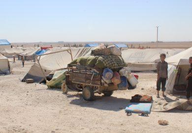 من الرقة للدير – الحلقة 47 -انتشار المخيمات العشوائية بالمنطقة