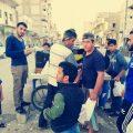 طلاب يبيعون العصير في شهر رمضان