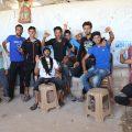 مجموعة متدربين على صيانة الموبايل في برنامج خطوة للتعليم المهني