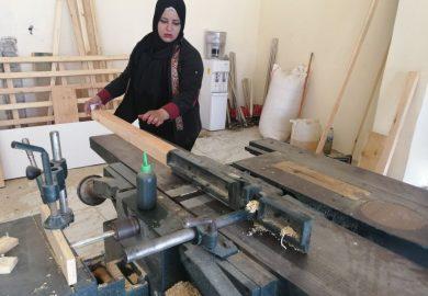 مشروع نجارون في الرقة من منظمة آفاق مع المراسلة حلا المحمد