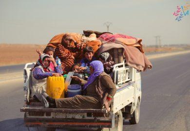 محمود عبد الابراهيم أحد سكان مدينة الرقة الذين ساعدوا النازحين