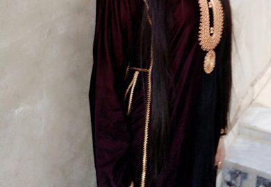 قصة الشابة رشا الشمري تعمل في تخريج اللبس العربي